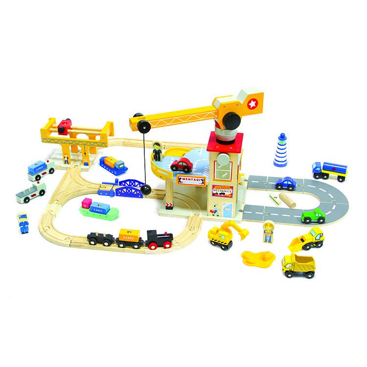 Vonatkészlet daruval és autóúttal